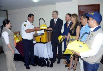 Bomberos voluntarios del Tolima reciben equipos