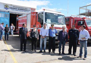 Fomicruz entregó camión a Bomberos de Santa Cruz