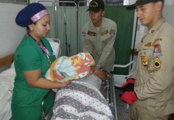 Mujer da a luz asistida por bomberos en Santa Bárbara