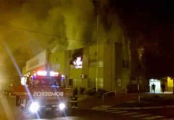 Incendio de importancia afectó al edificio municipal