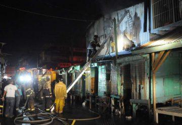 Incendio en céntrico bazar de La Ceiba