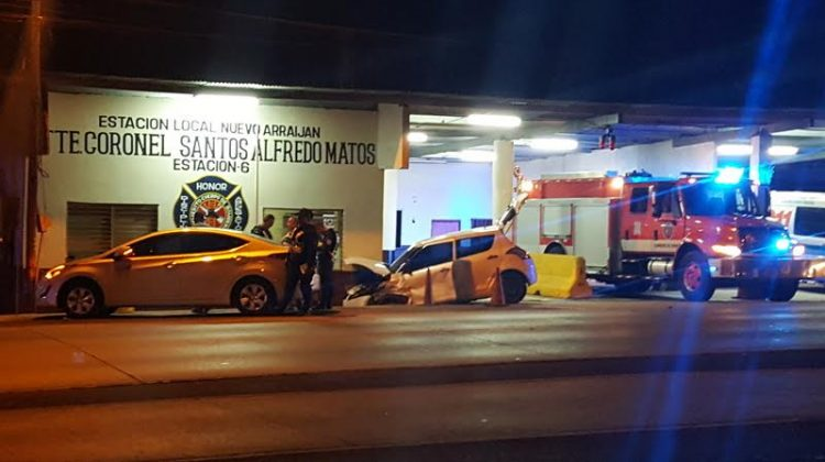 Sargento resulta herido tras colisión entre dos autos en cuartel de bomberos