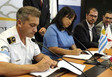 Japón dona a Uruguay cuatro vehículos de bomberos