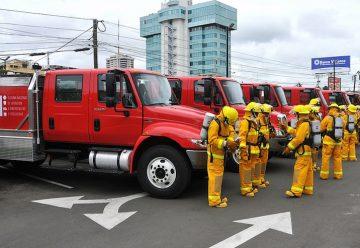 Bomberos de Santo Domingo colaboran en Ecuador