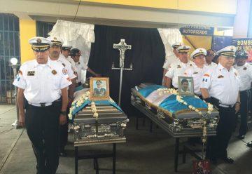 Homenaje a bomberos fallecidos en Guatemala