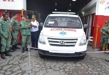 Autoridades entregan ambulancia al cuerpo de Bomberos SFM