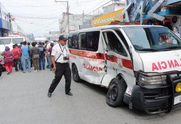 Un camión chocó contra una ambulancia de bomberos