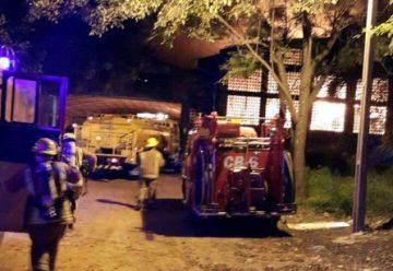 Un bombero voluntario herido en voraz incendio