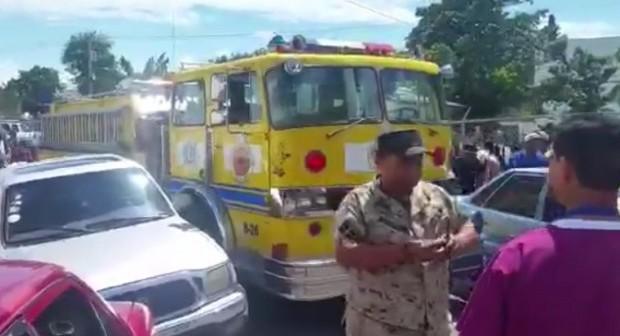 Mujer muere cuando la trasladaban en camión de bomberos por falta de ambulancia