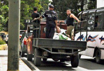 Bomberos usan camiones como ambulancia