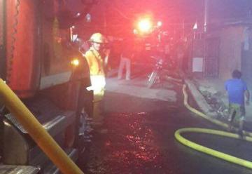 Incendio consume once casas en precario de Alajuela