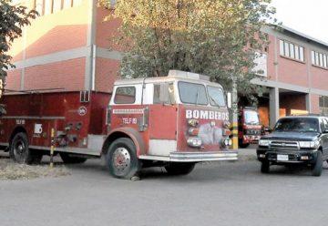 Dos carros bomberos parados por falta de pago
