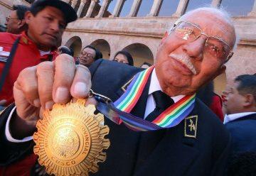 Medalla de La Ciudad para bombero con más de 50 años de servicio