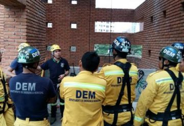 Bomberos se capacitan para rescates en altura