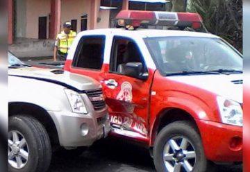 Chocaron a los bomberos cuando hacían un traslado
