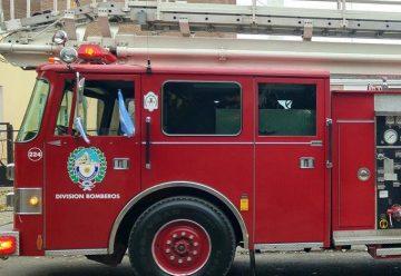 Un bombero sufrió quemaduras internas en incendio