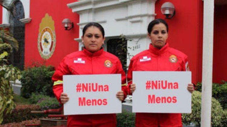 Bomberos de Peru se unen a la marcha 'Ni una menos'