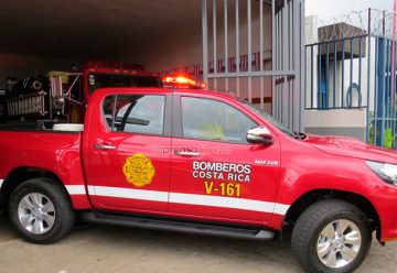 Bomberos de Naranjo estrenan carro para emergencias