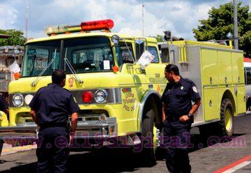 EEUU dona camión cisterna a Asociación Civil de Bomberos