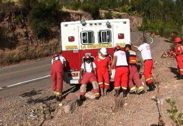 Bomberos tuvieron que empujar la unidad para llegar a incendio