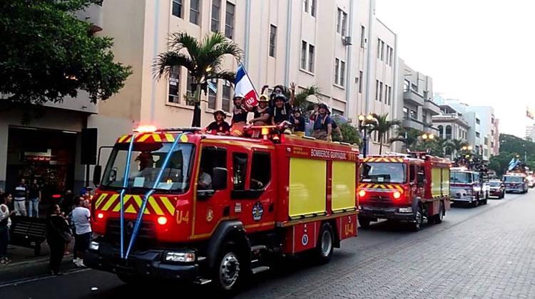 Bomberos de Guayaquil realizarán desfile de antorchas