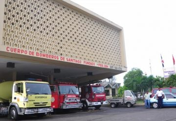 Cancelan 25 miembros del Cuerpo de Bomberos de Santiago