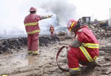 Agreden a bomberos mientras apagaban incendios