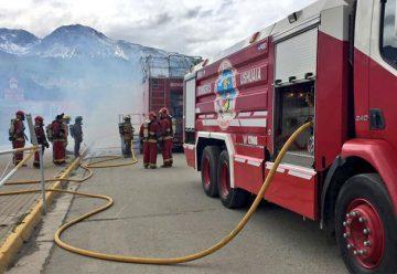Simulador de incendio capacita a bomberos en Tierra del Fuego