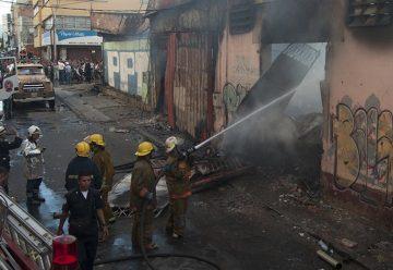 Incendio en Venezuela dejó 8 bomberos heridos