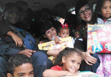 Bomberos entregaron juguetes a niños en situación de refugio