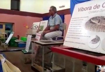 Bomberos se capacitan sobre manejo de víboras peligrosas