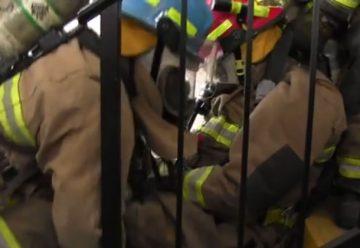 Preparan brigada para rescate de bomberos en peligro.