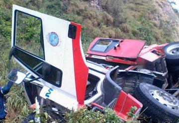 Camión de Bomberos de Miranda se volcó en la GMA