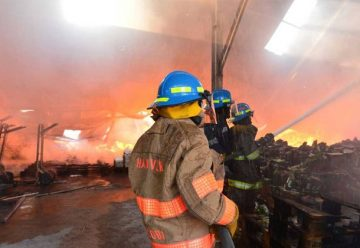 Incendio consume bodega en el centro de San Salvador