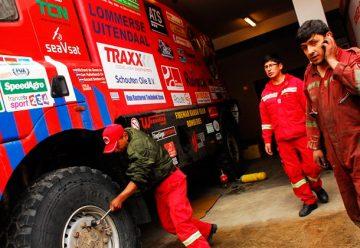 Bomberos de Holanda y Bolivia confraternizaron gracias al Dakar