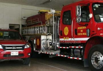 Apedrean y roban a bomberos en plena emergencia