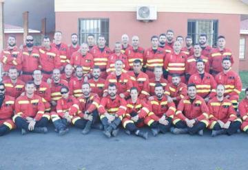 La emocionante despedida de Chile a los bomberos españoles