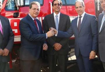 Fundación AES Dominicana dona tres camiones de bomberos