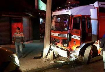 Bomberos sufrió accidente cuando se dirigía a incendio