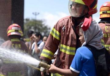 Niños pasan un increíble día con los Bomberos Municipales