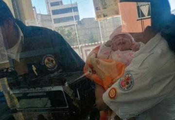 Dejan una bebé en la estación de bomberos con una nota