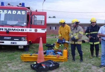Bomberos de Itaembé Miní presentaron nuevo equipamiento