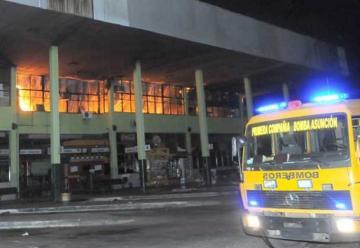 Un incendio en la Terminal de Ómnibus de Asunción