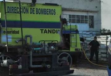 Bomberos combaten siniestro en depósito de colmenas