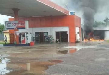 Arde depósito de una estación de servicios