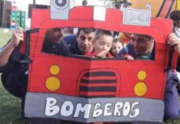 Bomberos de Castelli le cumplieron un sueño a un nene de 4 años