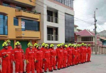 Los bomberos de Azogues recibieron nueva indumentaria