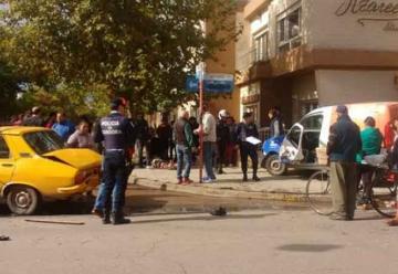 Autobomba chocó a un utilitario que arrolló a dos personas