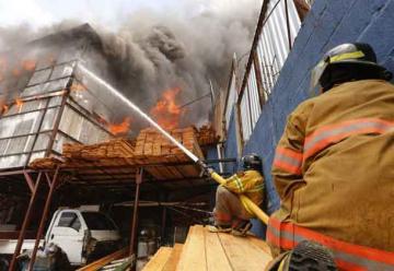 Incendio consume una fábrica de ataúdes en Nicaragua