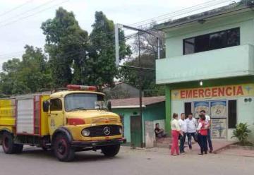 Muere bombero electrocutado cuando apagaba incendio